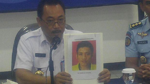 Kepala BNNP Jateng Brigjen Pol Tri Agus Prasetyo dan Kalapas Narkotika Nusakambangan Agus Herianto menunjukkan barang bukti sabu dan wajah DPO bernama Ali Azhari.