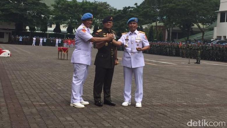 Brigjen Suhartono Resmi Jadi Pucuk - Jakarta Brigjen Suhartono resmi menjabat sebagai Komandan Pasukan Pengamanan Presiden Suhartono menggantikan Mayjen Bambang Suswantono yang akan mengisi