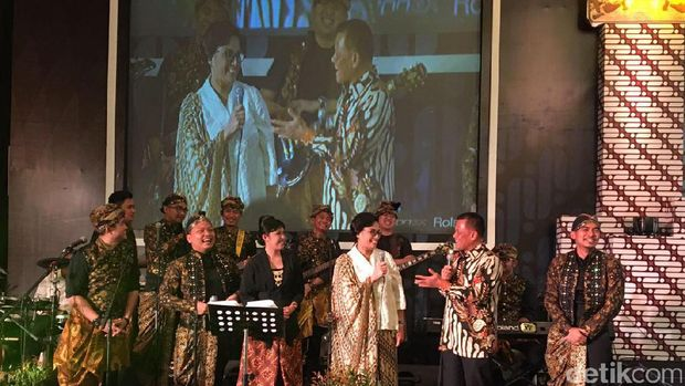 Sri Mulyani, Gatot Nurmantyo, Basuki Hadimuljono mainkan lagu Diana Ross
