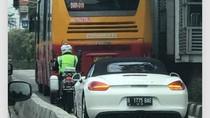 Porsche yang Masuk Busway Viral di Medsos, Korlantas: Bisa Ditilang