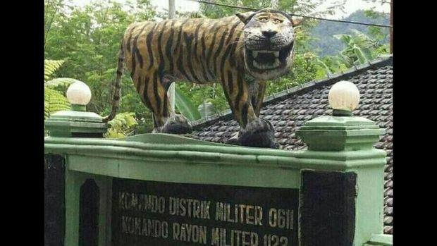 Patung macan yang dibongkar di Cisewu.