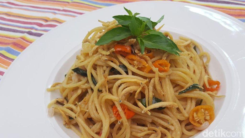 Video Resep: Spaghetti yang Pedas Gurih Gaya Bali