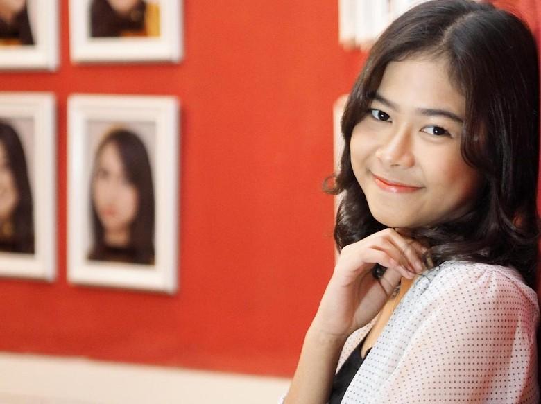 Fia JKT48, Jaim atau Memang Pendiam?