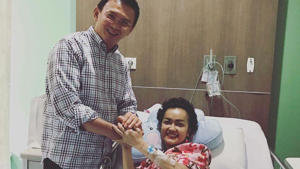 Ahok Jenguk Julia Perez di Rumah Sakit