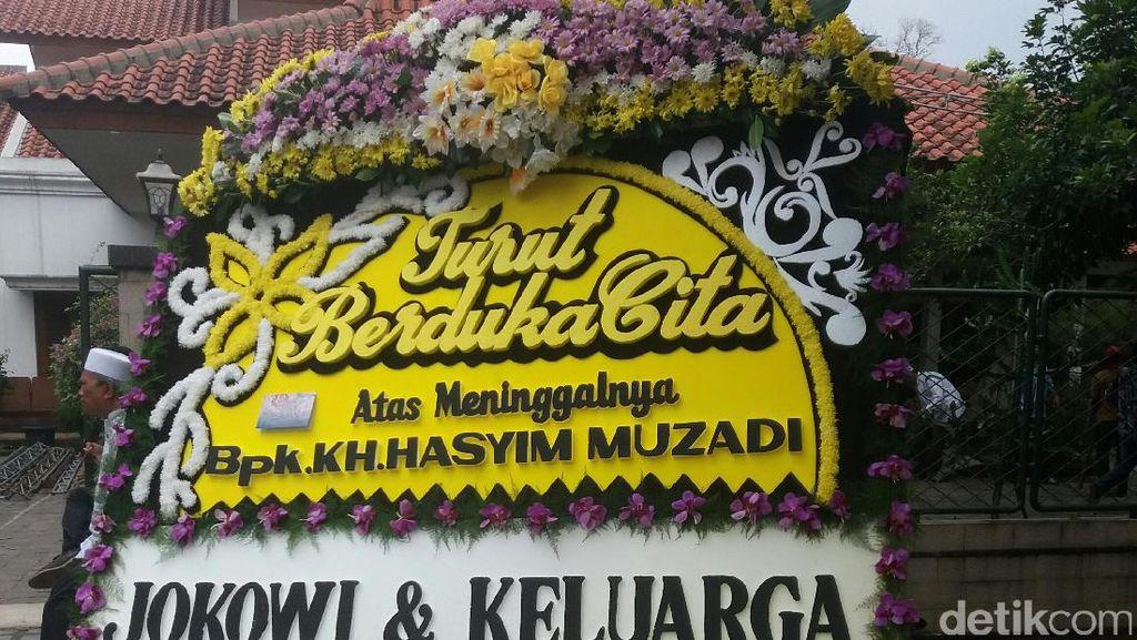 Karangan Bunga dari Jokowi untuk Keluarga KH Hasyim Muzadi