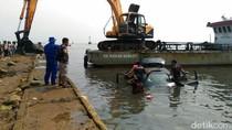 Kronologi Mobil dan Motor Diceburkan ke Sungai dan Terapung di Laut