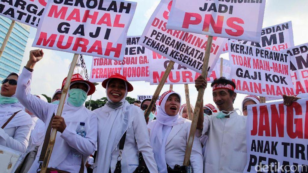 Perawat Demo di Depan DPR, Lalin Arah Slipi Tak Terganggu