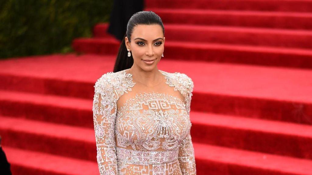 Foto: 5 Momen Bokong Kim Kardashian yang Jadi Kontroversi