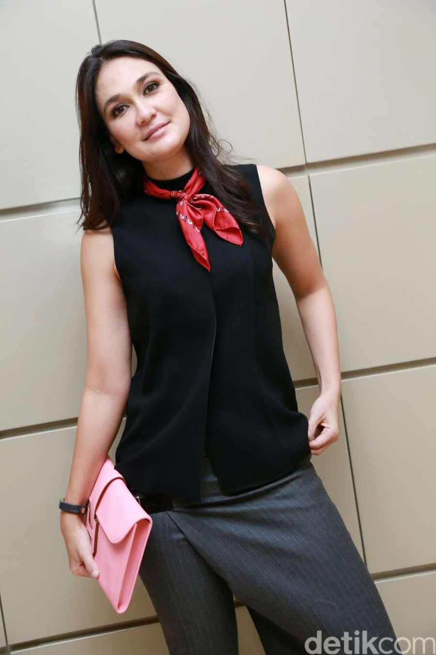 Luna Maya Tampil Fresh and Flawless