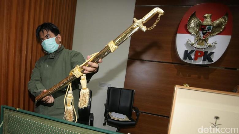 KPK Pamerkan Barang Mewah Pemberian Raja Salman
