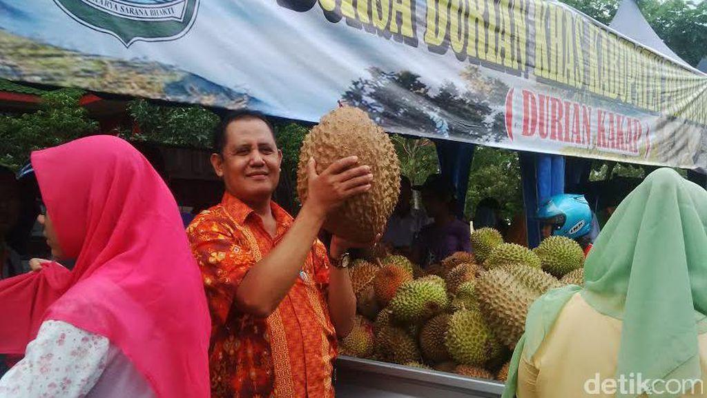 Ratusan Warga Serbu Festival Durian di Pasuruan