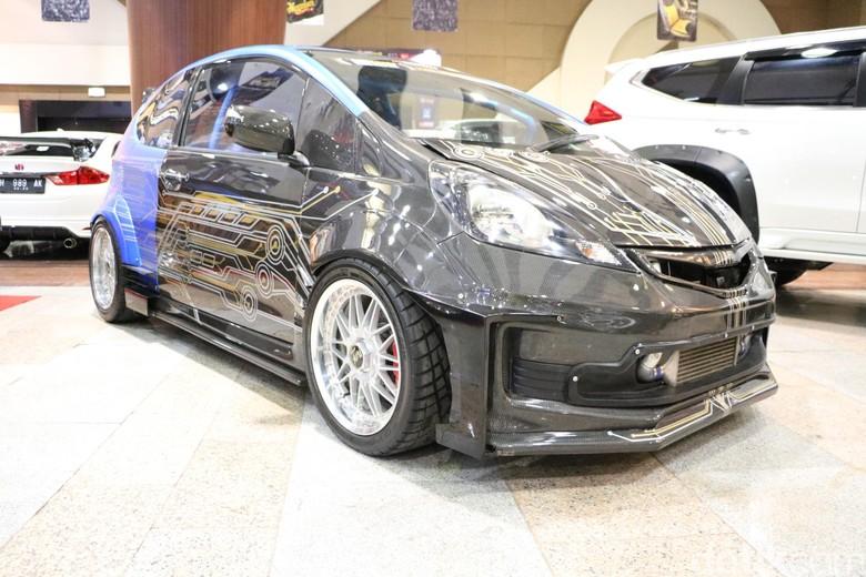Cuci Mata Melihat Mobil Modifikasi Kinclong di Surabaya