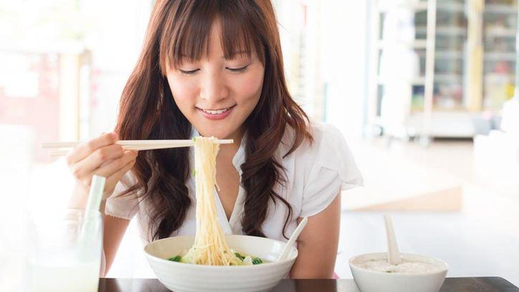 Wanita Lebih Alami Resiko Kesehatan Jika Makan Mie Instan Dibanding Pria