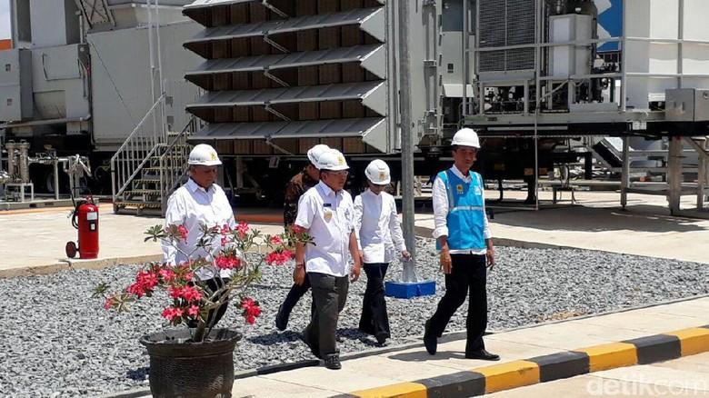 Panas Terik, Jokowi Cek Pembangkit Listrik 100 MW di Kalbar
