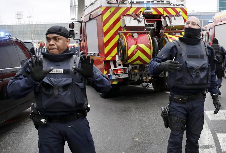 Ziyed B Serang Bandara Paris, Ayah hingga Sepupunya Ditahan