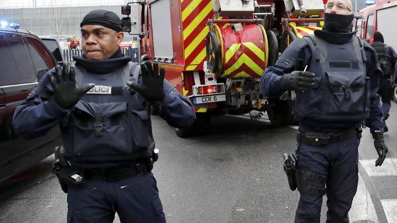 Perebut Senjata di Bandara Paris Adalah Zied B, Buron Polisi
