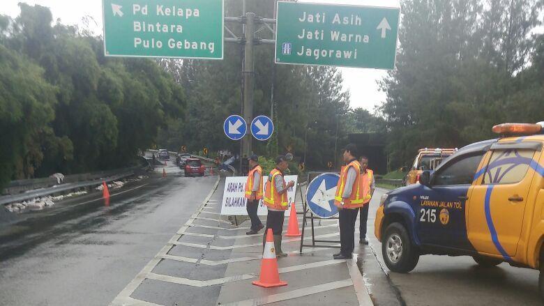 Kembali Direndam Banjir, Terowongan Tol Cikunir Ditutup