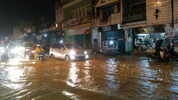 Hujan Deras, Sejumlah Ruas Jalan di Garut Kebanjiran
