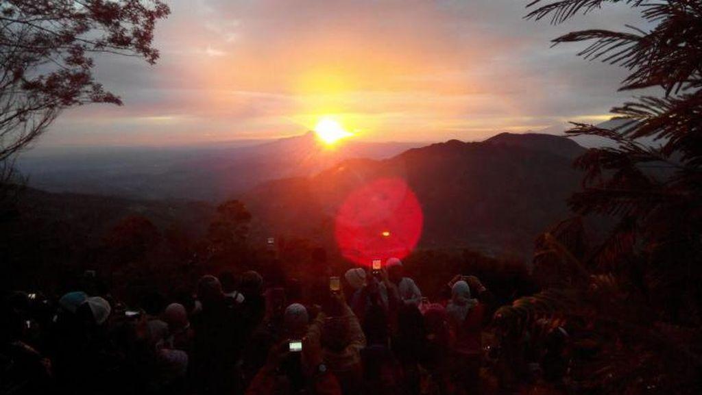 Berburu Golden Sunrise di Bukit Sikunir