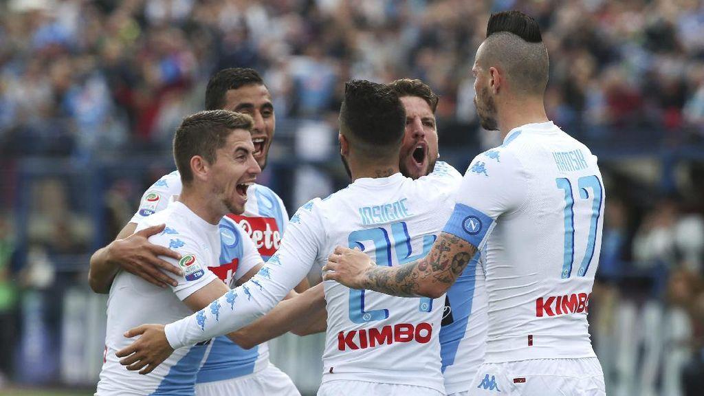 Napoli Taklukkan Empoli 3-2