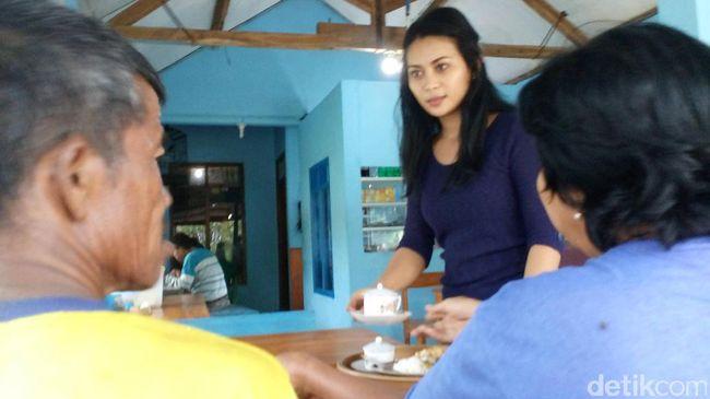 Kenalkan, Ini Ita si Cantik Pelayan Warung di Nganjuk