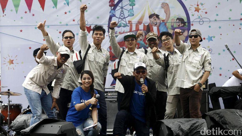 Warga Makassar Berpesta di Karnaval Datsun
