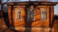 Rumah antik ini pun terlihat keren. Sayang, nasibnya agak terpinggirkan di zaman sekarang (Maxim Shemetov/Reuters)