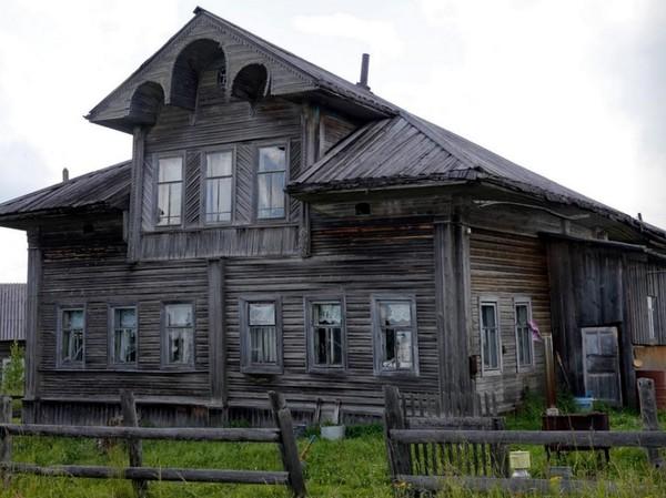 Yang menariknya, rumah dari kayu ini dibangun tanpa menggunakan paku. Seperti mainan Lego, bisa dibongkar pasang dan dipindahkan lokasinya ke tempat lain (Maxim Shemetov/Reuters)
