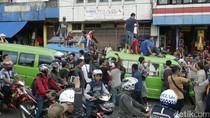 Demo Sopir Angkot di Bogor Meluas, Truk Polisi-TNI Angkut Warga
