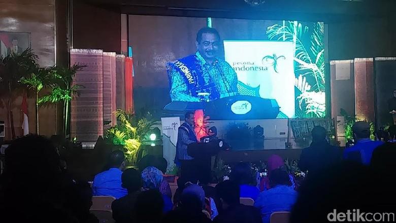 Foto: Menpar Arief Yahya saat launching kalender wisata Danau Toba 2017 (Randy/detikTravel)