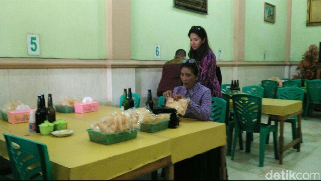 Makan Bakso di Kolaka, Susi Borong 20 Mangkok