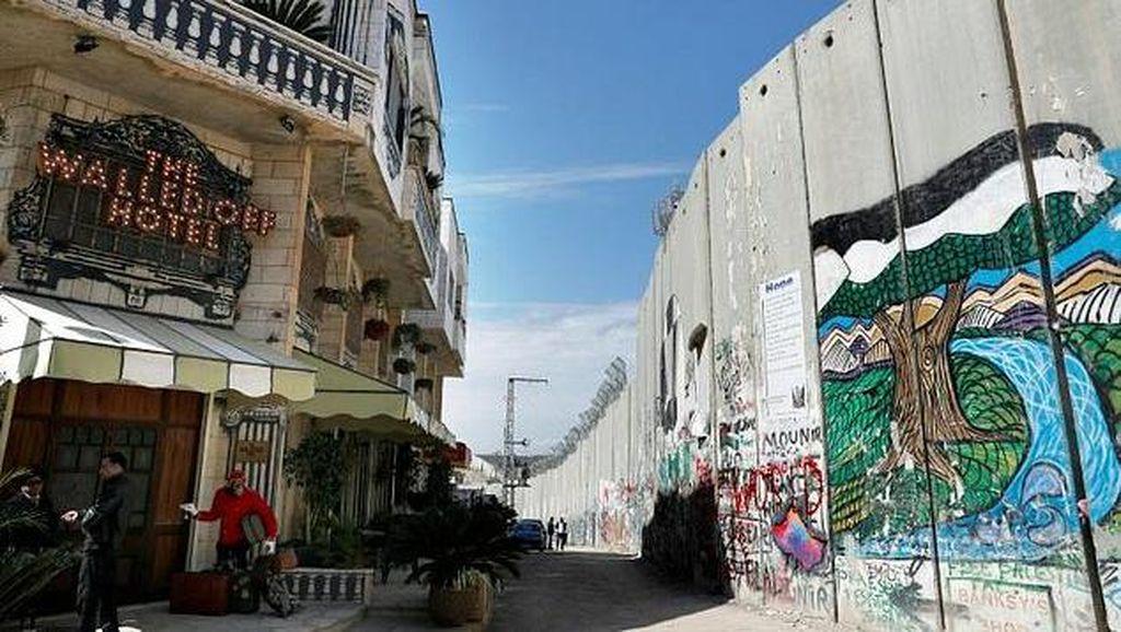 Beda! Hotel Ini Tawarkan Pemandangan Menghadap Tembok Pemisah Israel