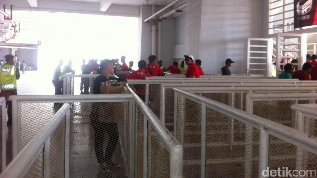 Jelang Indonesia vs Myanmar, Stadion Pakansari Belum Ramai