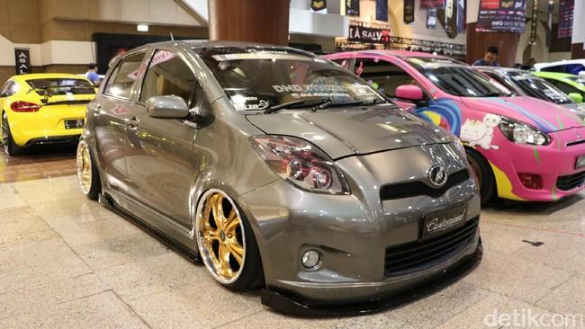 Toyota Yaris Elegan, Punya 15 Monitor di Dalamnya