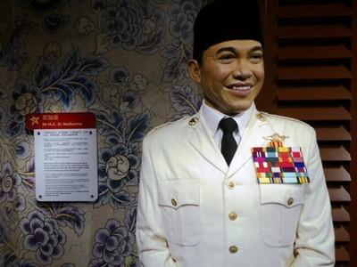 Melihat Patung Lilin Soekarno di Madame Tussauds Singapura