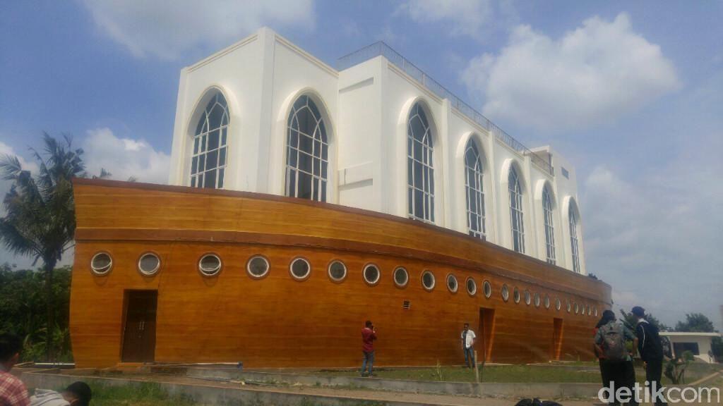 Unik! Ada Masjid Berbentuk Kapal Nan Megah di Semarang