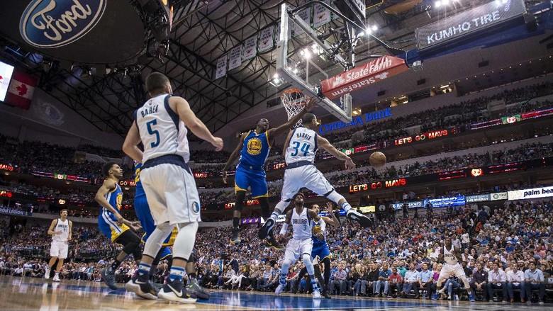 Warriors Menang Mudah di Dallas