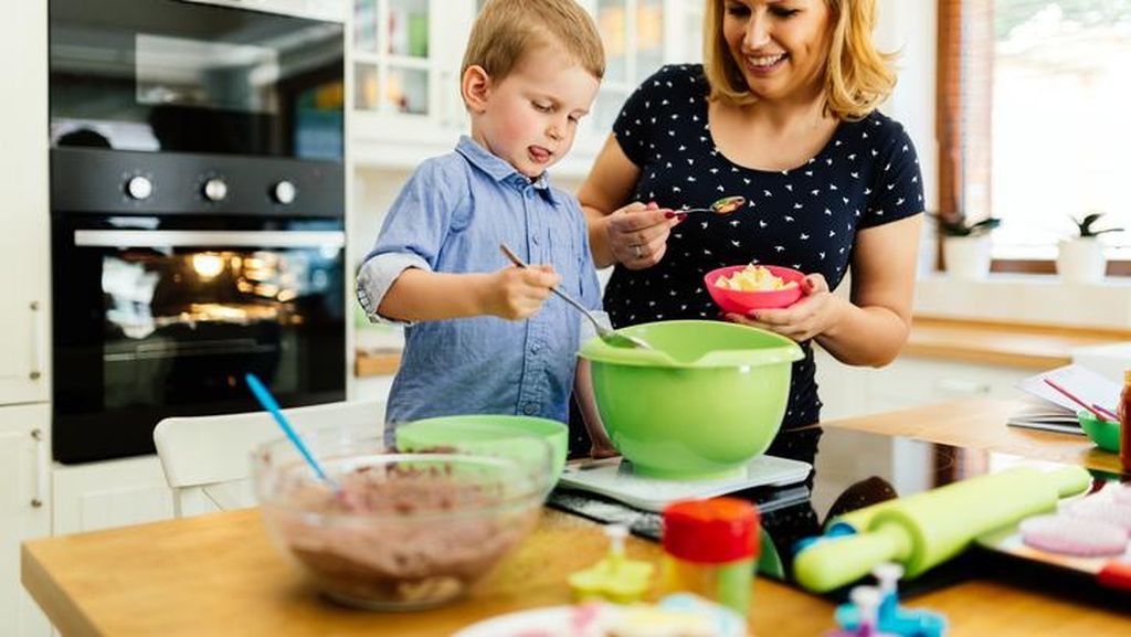 Agar Anak Tetap Aman di Dapur, Perhatikan 8 Tips Ini (2)