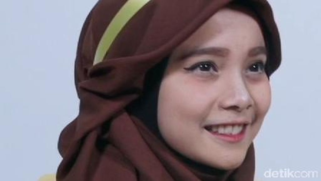 Tutorial Hijab Terinspirasi Princess Belle di Film Beauty and The Beast
