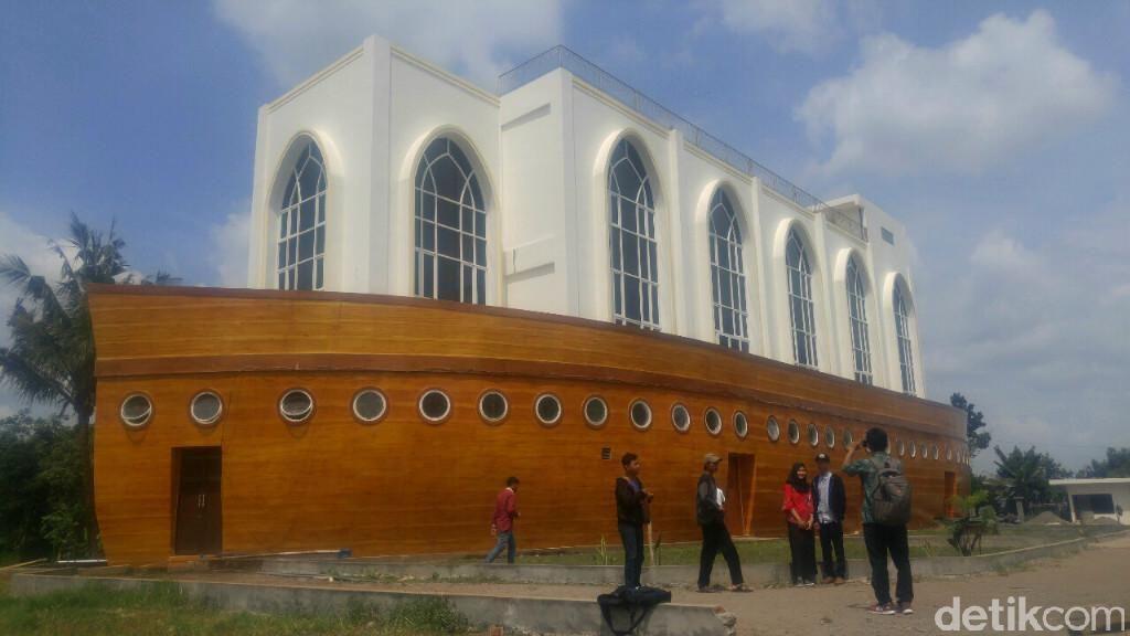 Belum Selesai Dibangun, Masjid Kapal Nabi Nuh Semarang Ramai Pengunjung