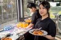 Naik Bus Mewah Ini Bisa Makan 7 Sajian Bintang Michelin Sambil Keliling Hong Kong