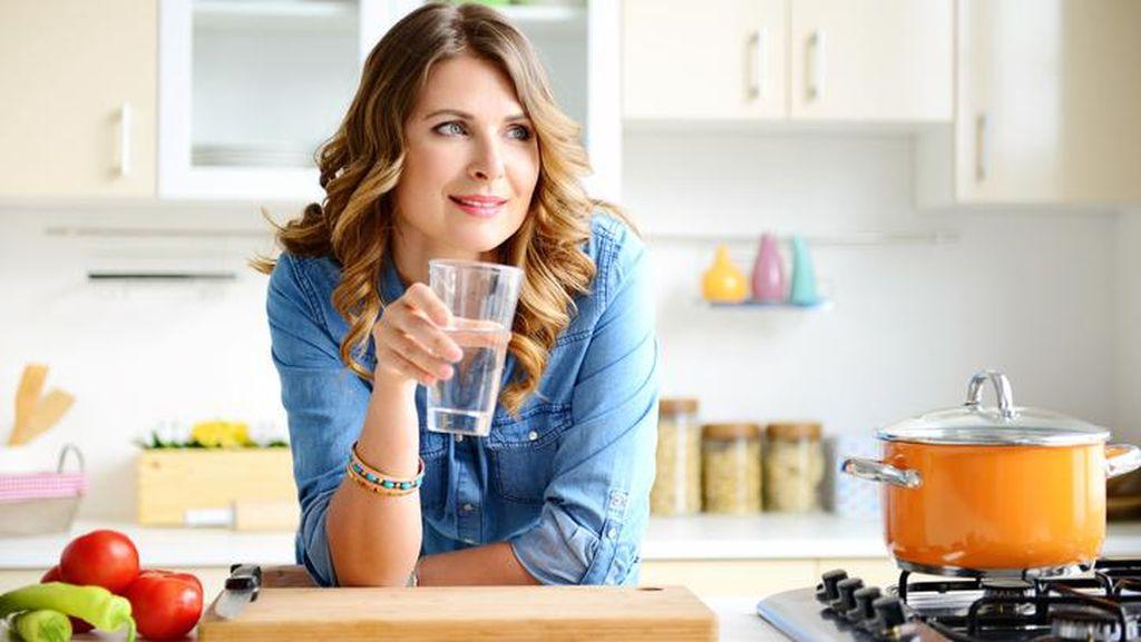 4 Mitos Populer Soal Minum Air Ini Terbantahkan