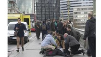 Pelaku Teror London Tabrak Warga, 1 Wanita Tercebur ke Sungai