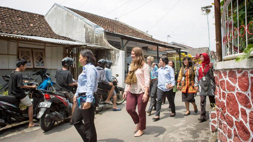 Senyum Melinda Gates ke Warga saat Blusukan di Yogya