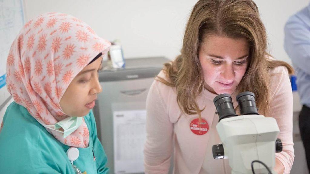 Melinda Gates di Yogya: Cek Laboratorium Nyamuk EDP dan Diskusi KB