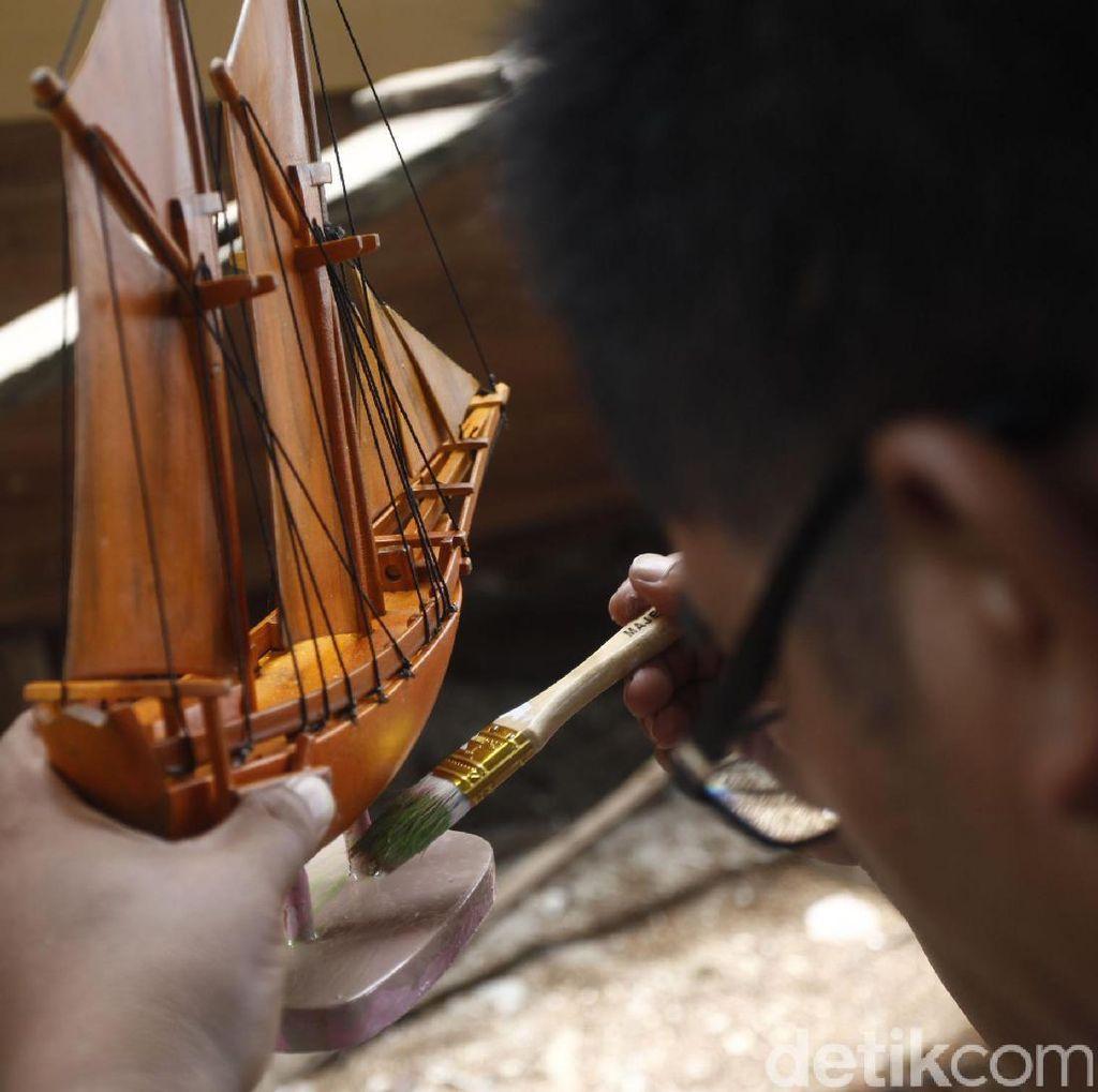 Cantiknya Miniatur Kapal Phinisi