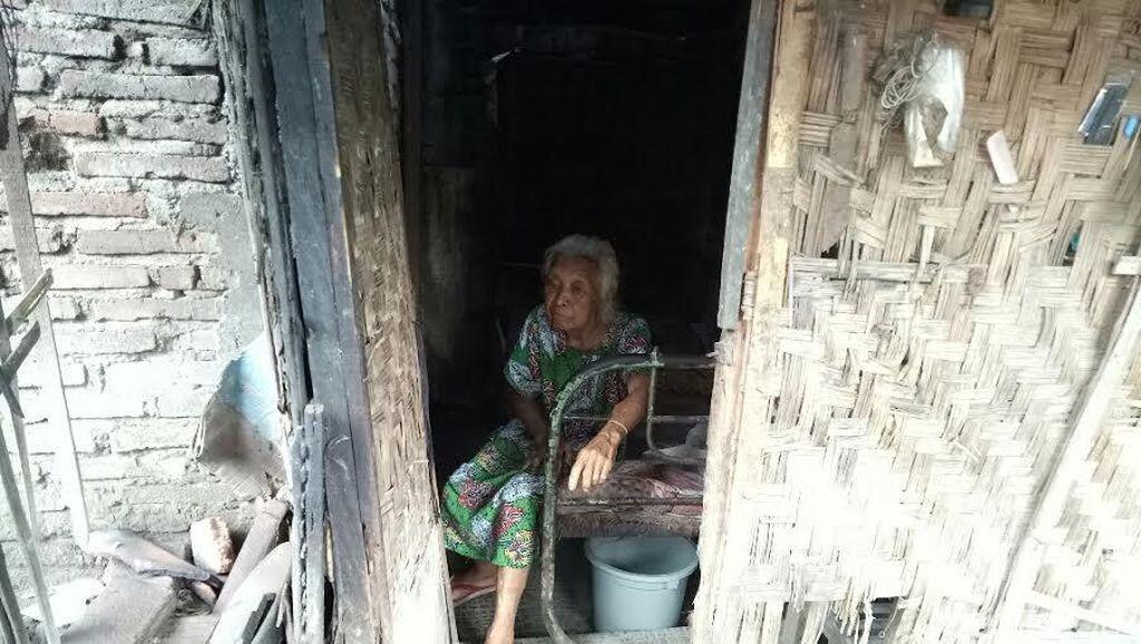 Lansia Tinggal di Kandang Ayam 10 Tahun Dibawa ke Panti Jompo