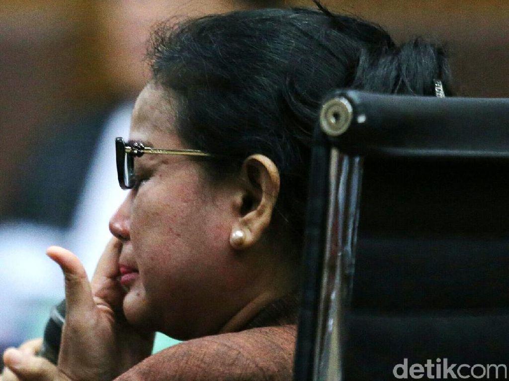 Keterangan Miryam yang Dikepung Hakim, Jaksa dan Pengacara