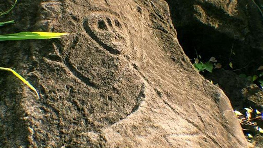 Kisah Pulau di Karibia yang Punya Batu Bergambar Wajah