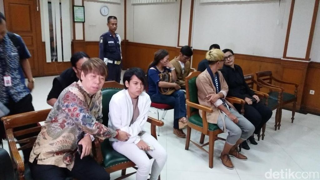 Mediasi Alot, Aming Tetap Ingin Ceraikan Evelyn